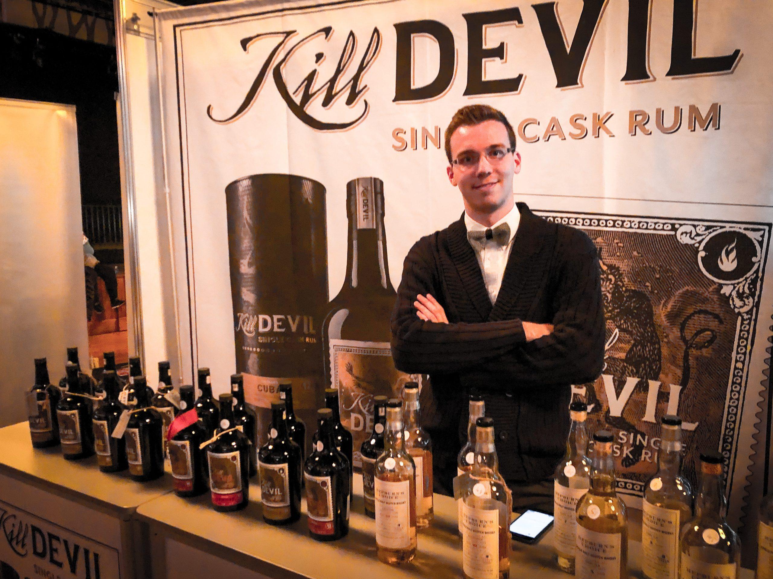 Florian Burkhardt am Kill Devil-Stand